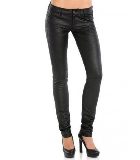 Pantaloni in ecopelle: come indossarli in un look comfy e ...