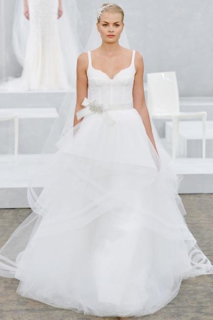 ... da sposa con ampia gonna a strati in tulle Monique Lhuillier 2015