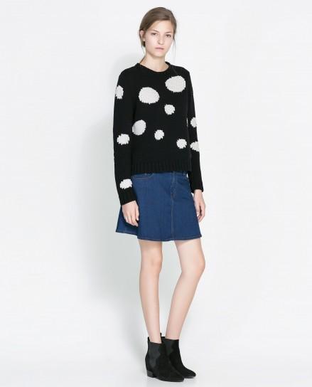 Pullover nero con maxi pois Zara