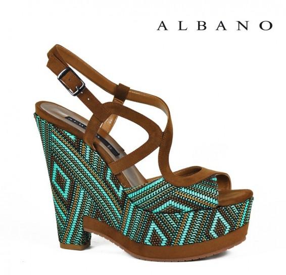 Sandalo color cuoio con zeppa etnica nei toni del verde Albano primavera estate