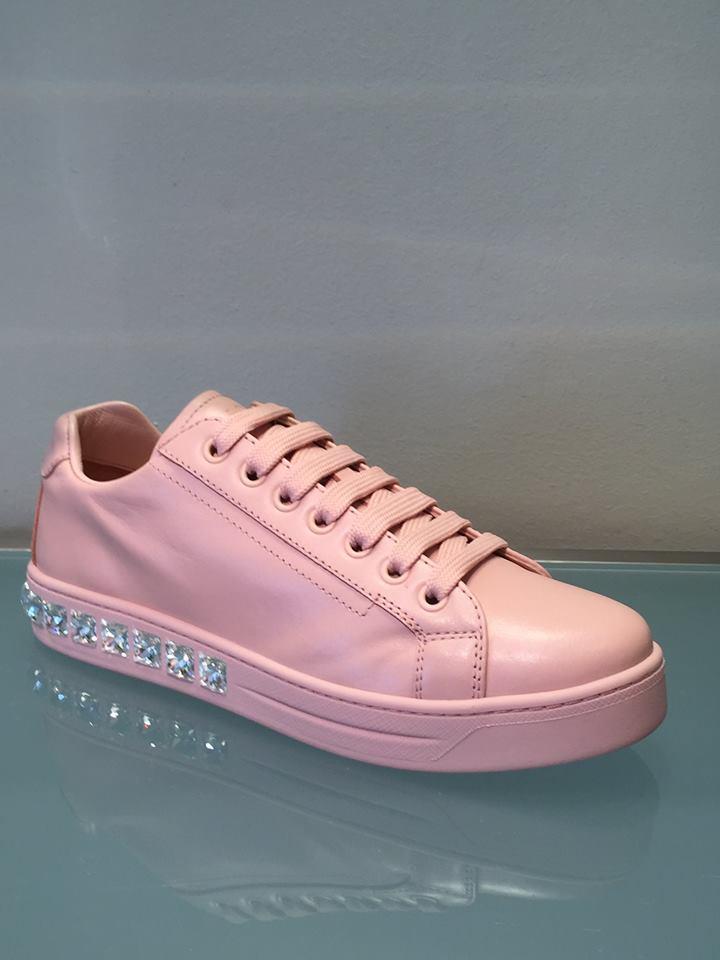 Sneakers rosa con cristalli Prada