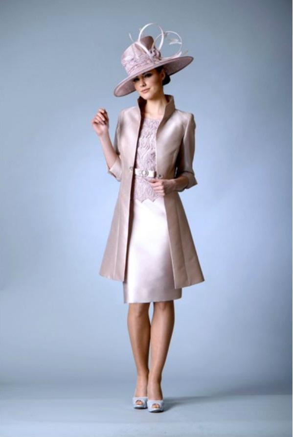 Abiti Eleganti Con Cappello.Mamma Dello Sposo Abiti Eleganti E Look Da Cerimonia Moda Con