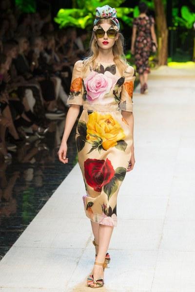 Dolce&Gabbana vestito con grandi rose fasciante